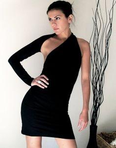 Unique Noir robe d'épaule  don à l'UNICEF  Point par marcellamoda, $63.00