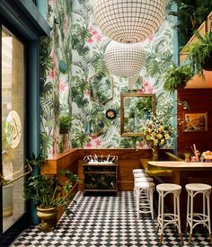 Leo's Oyster Bar, a Ken Fulk–designed spot new to San Francisco, is a tropical oasis in the heart of the city's Financial District | archdigest.com