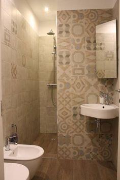 monolocale funzionale e piccolissimo: Bagno in stile in stile Eclettico di studio ferlazzo natoli