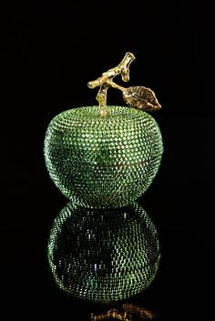 Enchanted Apple adorned with Swarovski crystals Go Green, Green And Gold, Green Colors, World Of Color, Color Of The Year, Enchanted, Emerald Green, Emerald City, Shades Of Green