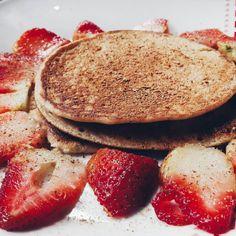 Buenos dias! No miento.. podria desayunar esto por el resto de mi vida!!! 😍 y ustedes como empezaron su dia? ------------------ Good morning! Could have breakfast this for the rest of my life! 😍 How are you start the day? Pancakes, Breakfast, Food, Healthy Recipes, Morning Coffee, Crepes, Pancake, Meals, Yemek