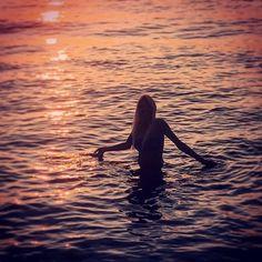 """""""#impossibile guardare un #tramonto senza #sognare ❤️☀️🌅❤️🐬 #sunset #sea #dream #smile #sun #girl #mylife #loveyourself #life #calabria #sannicolaarcella #marecristallino #italia #estate2017 #summer #lavitaèbellissima #vita #sorriso #sogni #ombre #luci #color #photooftheday #photography #sweetmoment #swim #love"""" by @dolceninetta84. #familia #amor #love #family #caras #luxurylifestyle #luxury #luxurylife #fashion #lifestyle #design #style #designer #millionaire #travel #luxurycars…"""