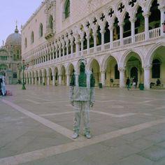 Liu Bolin's | Liu Bolin – Invisible Man – Fubiz™
