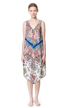 Długa sukienka w asymetryczny wzór - Zara
