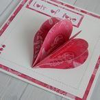 """Moederdag wenskaart met hartje waarop staat """"Lots of love"""". Leuk om te knutselen voor moederdag of Valentijn. Een DIY staat op mijn blog Homemade by Joke."""