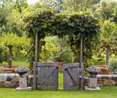 Turn reclaimed barn boards into barn-style garden gates. Rustic and beautiful! | 16 gorgeous garden gates | Living the Country Life | http://www.livingthecountrylife.com/gardening/garden-ideas/16-gorgeous-garden-gates/