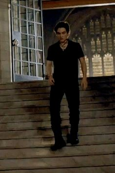 An actual alec gif, i'm so happy. He looks great!