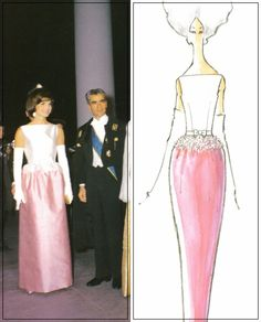 Jackie Kennedy attending a White House dinner held in honor of Mohammad Reza Pahlavi, the Shah of Iran, and his wife Shabanou Farah Diba, Jackie wore a pink and white silk gown with a bateau. Jacqueline Kennedy Onassis, Estilo Jackie Kennedy, Les Kennedy, Jaqueline Kennedy, Jackie Jackie, Farah Diba, Grace Kelly, 1960s Fashion, Vintage Fashion