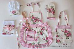 Kit Provençal Infantil - Mini Chefe na Cozinha com todos os Acessórios - Casa com Grife Sewing Hacks, Sewing Crafts, Sewing Projects, Love Sewing, Sewing For Kids, Apron Designs, Techniques Couture, Sewing Aprons, Kids Apron