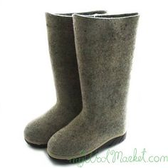 Women's grey woolen winter boots with rubber sole