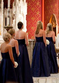 i like the last bridesmaids hair!!
