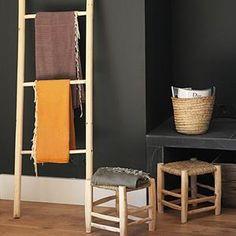Du bois, de l'osier et des couleurs qui changent du bleu traditionnel - trouvé sur http://www.cosydar-deco.com/