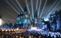 Quem nunca sonhou em ser sentar debaixo do Chapéu Seletor e ser Grifinória, Sonserina, Lufa-Lufa ou Corvinal? Se você nunca recebeu a carta de Hogwarts, não tem problema: em Harry Potter and The Forbidden Journey você consegue realizar esse desejo.