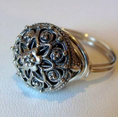 Design inspired by the locket rings (also called poison rings) popular in the 16th century.