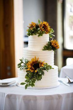 40 Sunflower Wedding Ideas for a Rustic Summer Wedding - Oh The Wedding Day Is Coming Summer Wedding Cakes, Black Wedding Cakes, Wedding Cake Rustic, Chic Wedding, Wedding Day, Summer Weddings, Formal Wedding, Purple Wedding, Wedding Cake Vintage