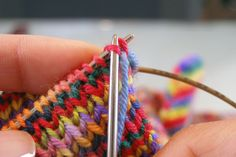 Invisible bind-off for toe-up socks. This would also be a great bind-off for cuffs as well as any edge you want to be subtle. Bind Off Knitting, Knitting Help, Knitting Socks, Knitting Stitches, Hand Knitting, Knitting Basics, Knitting Machine, Vintage Knitting, Crochet Socks