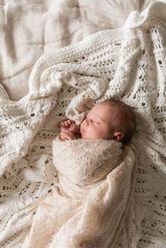 Stylingtipps fürs Fotoshooting - Isabelle Kade Fotografie Newborn Baby Photos, Newborn Poses, Foto Baby, Bassinet, Newborn Photography, Baby Kids, Kids Fashion, Photoshoot, Atticus