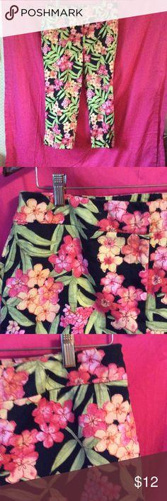 "Floral pants, capris Beautiful thick cotton twill capris, with floral design, and back pockets. No front pockets, zip/button/clasp closure. 97% cotton, 3% spandex... 21.5"" inseam, 11"" rise. croft & barrow Pants Capris"