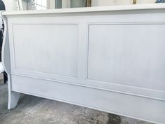 A thrifted bed gets a painted weathered wood Restoration Hardware look with no messy furniture stripping and in 3 quick steps. Diy Kitchen Furniture, Bedroom Furniture Makeover, Painted Bedroom Furniture, Distressed Furniture, Restoration Hardware Bedding, Furniture Restoration, Inexpensive Furniture, Cheap Furniture, Furniture Stores