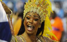 Carnaval - Selminha Sorriso, a primeira porta-bandeira a entrar na Sapucaí durante o desfile da Beija Flor no Carnaval 2012.