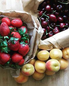 Farmers market treasures 🍒🍓🍑🍒🍓🍑🍒🍓🍒🍓🍑🍒🍓..Ημέρα λαϊκής με φρέσκα φρούτα.Βερίκοκα μέλι, μυρωδάτες φράουλες 🍓 τραγανό κεράσι 🍒Τα καλοκαιρινά 🙆🙆.🍒🍓🍑🍒🍓🍒🍓🍑🍒🍓🍒.#fresh #fruits #summerfruites
