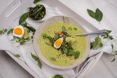 REZEPT: Grüne Spargelsuppe - mit Ei und Backerbsen Thai Red Curry, Ethnic Recipes, Food, Spinach, Soups And Stews, One Pot, Cooking Eggs, Bakken, Meals