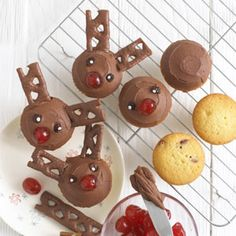 Thanks to Annabel Karmel for sharing her recipe for Rudolph Cupcakes to get the kids baking. - idea for school concert Christmas Party Food, Merry Christmas, Xmas Food, Christmas Cupcakes, Christmas Cooking, Christmas Goodies, Homemade Christmas, Christmas Desserts, Christmas Treats