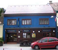Erstes Lokal mit Musik von #PROMOtainment war im Jahr 2003 das #Peacock #Pub in Mattersburg. Viel dunkles Holz an der Theke und ein gemauerter Kamin sorgen für exklusive Gemütlichkeit und die richtige Stimmung, selbst die Zapfsäulen wirken originalgetreu. Seit nunmehr fast 16 Jahren (!) ist Inhaber Günter Zirling unser treuer und zufriedener Kunde, wofür wir uns an dieser Stelle herzlich bedanken. #hintergrundmusik Lokal, Car, Fine Dining, Paint Brick Fireplaces, Dark Wood, Mood, Cordial, Darkness, Music