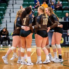 2020 WVB | UofA Pandas vs UM Bisons | University of Alberta … | Flickr Girls Volleyball Shorts, Female Volleyball Players, Women Volleyball, Cheer Picture Poses, Volleyball Pictures, Sporty Girls, Athletic Women, Female Athletes, Girls Basketball
