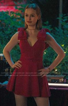 Cheryl's red bow shoulder dress on Riverdale Fashion Tv, Party Fashion, Red Fashion Outfits, Cheryl Blossom Aesthetic, Cheryl Blossom Riverdale, Riverdale Cheryl, Camila Mendes Riverdale, Riverdale Fashion, Red Aesthetic