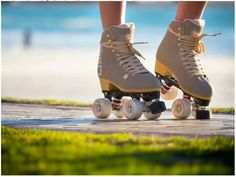 Rollerskating~ (the skate with 4 wheels in a line is called rollerblades) Roller Disco, Roller Skate Shoes, Quad Roller Skates, Roller Derby, Skating Rink, Roller Skating, Figure Skating, Rollers, Sock Shoes