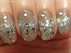 Ida-Marian kynnet / Taupe and glitter with diamonds / #Nails #Nailart