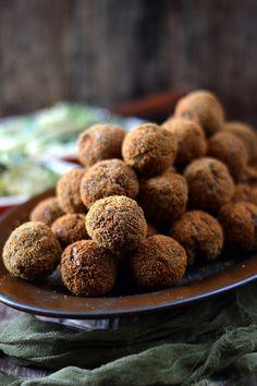 Kakukkfüves gombás fasírt - Kifőztük Almond, Ethnic Recipes, Food, Essen, Almond Joy, Meals, Yemek, Almonds, Eten