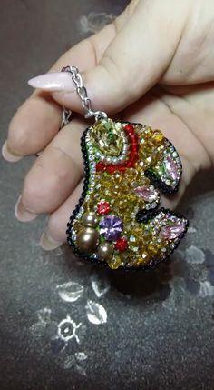 Брелок ручной работы с использованием кристаллов Swarovski