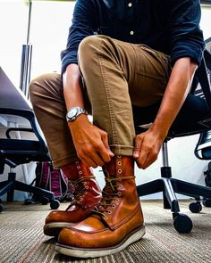 Work Fashion, Fashion Boots, Red Wing 877, Fashion Menswear, Mens Fashion, Red Wing Moc Toe, Red Wing Boots, Rugged Style, Motorcycle Outfit