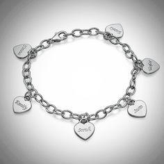 Hopeinen rannekoru haluamallasi määrällä sydämiä ja kukin omalla kaiverruksella. Upea lahja äidille!  #nimikoru #rannekoru #lahja #lahjaksi