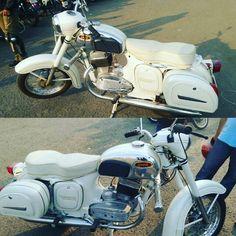 Motorcycle Types, Motorcycle Design, Bike Design, Vintage Horse, Vintage Bikes, Jawa 350, Old Motorcycles, Motor Scooters, Old Bikes