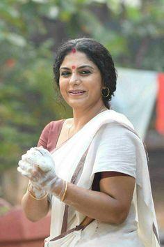 South Actress, South Indian Actress, Beautiful Indian Actress, Beautiful Women, Asha Sarath, What To Do When Bored, Aunty In Saree, Malayalam Actress, Beauty Full Girl