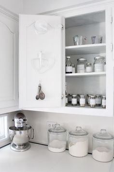 DIY:: Kitchen Organization Tips & Tutorials- And They Are All in White- I Love This !