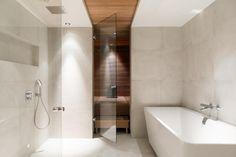 Saunaosaston ylellinen kylpytila Beach Bathrooms, Bathroom Spa, Bathroom Toilets, Bathroom Vanity Lighting, Bathroom Cleaning, Small Bathroom, Master Bathroom, Bathroom Ideas, Steam Bathroom