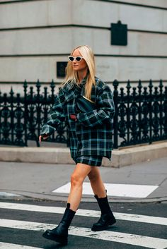 New York Fashion Week Delivered All the Street Style You've Been Waiting For Look Street Style, New York Fashion Week Street Style, Spring Street Style, Ny Style, Fashion 2020, Look Fashion, Fashion Outfits, Womens Fashion, Fashion Trends