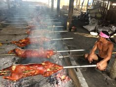 [New] The 10 Best Foods Today (with Pictures) - Lechon {roasted pig) is a Filipino dish thats almost present in every filipino occassions like fiestaweddingbirthday and etc. Filipino Dishes, Filipino Recipes, Lechon, Pig Roast, Pinoy, Food Porn, Turkey, Colours, Traditional