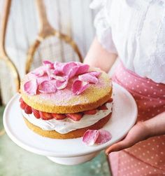 Strawberry & Rose Victoria Sponge - A twist on an absolute classic, this victoria sponge recipe uses decadent rose extract and petals to create a truly beautiful cake. Tart Recipes, Sandwich Recipes, Baking Recipes, Sandwich Cake, Fun Recipes, Dessert Recipes, Victoria Sponge Recipe, Victoria Sponge Cake, Cake Chart