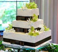 Photo of a square wedding cake brown ribbon green flowers - Patty's Cakes and Desserts Summer Wedding Cakes, Square Wedding Cakes, Wedding Cake Photos, Fall Wedding, Wedding Ideas, Autumn Garden, Autumn Summer, Spring, Teal Ribbon