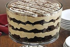 Tiramisu Brownie Trifle -I make this ALL the time! Recipe from Pampered Chef. Love my trifle bowl! Tiramisu Brownies, Tiramisu Trifle, Trifle Desserts, Just Desserts, Delicious Desserts, Dessert Recipes, Yummy Food, Dessert Trifles, Trifle Dish