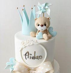 "Ana's Cake Studio op Instagram: ""Christening cake for little Aidan 💙👑 . . . . . . . . . . . . . #babyboy #boy #babyshower…"""