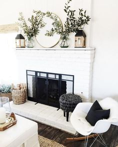 When you live in a city with four seasons, surely you need a fireplace in your home. Fireplace now is not only about warming your home, but also about home decoration. In holiday, decorating the firep House Design, Home Decor Inspiration, House Interior, Home Living Room, Mantle Decor, Home, Interior, Family Room, Home Decor