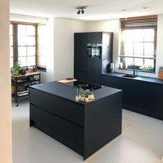 Black Kitchens, Home Kitchens, Kitchen Furniture, Furniture Design, Coffee Corner, Modern Kitchen Design, New Kitchen, Interior Inspiration, New Homes
