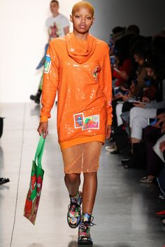 See all the Collection photos from Jeremy Scott Spring/Summer 2018 Ready-To-Wear now on British Vogue Jeremy Scott, Toni Garrn, Anja Rubik, Vogue Paris, Spring Summer 2018, Spring Summer Fashion, Fashion Week, Runway Fashion, Rihanna