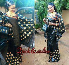 Malian Fashion bazin #Malifashion #bazin #malianwomenarebeautiful #dimancheabamako #mussoro #bazinriche African Dress, African Clothes, Style Africain, About Hair, African Fashion, Sari, Felicia, Images, How To Wear